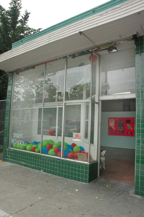 Untitled, 2010, site-specific durational display of latex balloons filled with helium, air and helium, and air, dim. var.